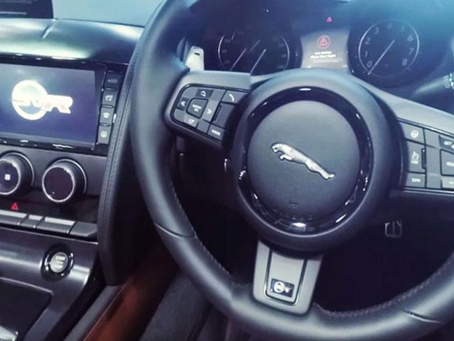 360_degree_videography_designidentity_jaguar_interior_cars_luxury_1